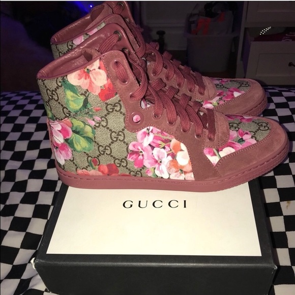 7524fd86aff BRAND NEW GUCCI GG SUPREME BLOOMS HIGHTOP SNEAKERS